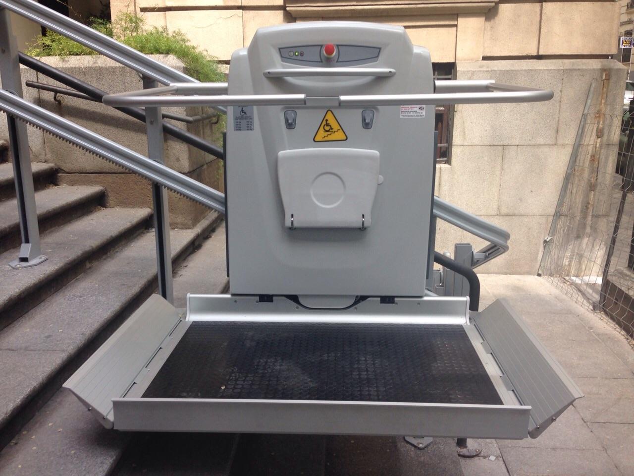 Instalación de plataformas elevadoras minusválidos