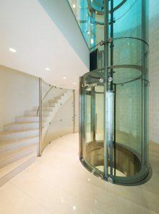 elevadores eléctricos o ascensores neumáticos