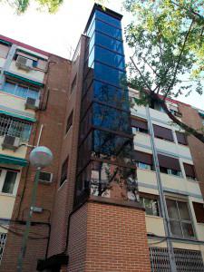 Instalación de ascensor en la fachada con Disel Studio