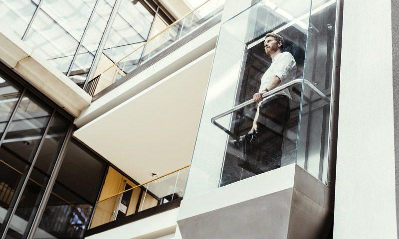 ascensor de escalera sin espacio