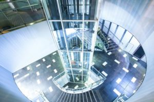 Descubre los últimos avances tecnológicos de las puertas de tus ascensores